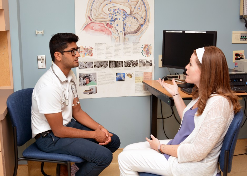 A physician discusses matters related to a brain injury with a patient.